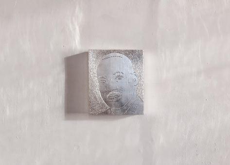 Sasha Huber, Shooting Stars Series, Martin Luther King Jr. (1929–1968), white leaf gold on metal staples and wood, 27 x 32 x 4 cm, 2014.