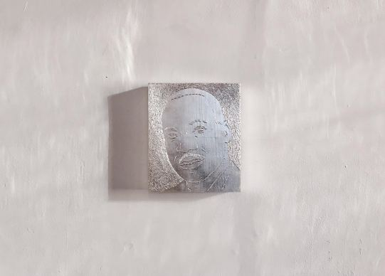 Sasha Huber, Shooting Stars Series, Martin Luther King Jr. (1929–1968), white leaf gold on metal staples and wood, 27 x 32 x 4 cm, 2014.